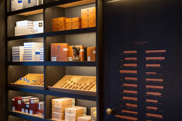 Dunhill's 1A St James's combines the best of cigars and Clubland