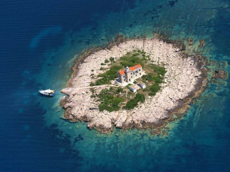 Wanted: One private, Croatian Island